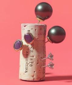 Να και το δεύτερο σκουλαρίκι!!! Πάνω στον φελλό ήταν...!!!  Φαντασία να'χουμε και για όλα υπάρχει λύση!