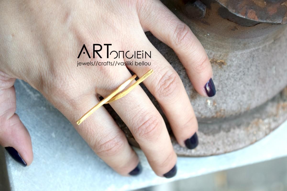 Δαχτυλίδι σε γραμμικό σχέδιο από την Μαίρη Γαϊτάνη  Ασήμι 925 επιχρυσωμένο
